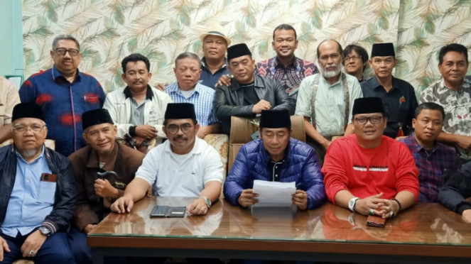 Haji Lulung (tengah, duduk) dan Bamus Betawi