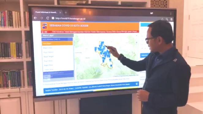 Wali Kota Bogor, Bima Arya saat memantau penyebaran Corona di Kota Bogor