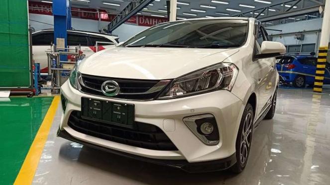 Mobil baru Daihatsu Sirion yang diluncurkan via sistem streaming.