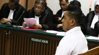 Terdakwa kasus penyiraman air keras Novel Baswedan, Rahmat Kadir Mahulette