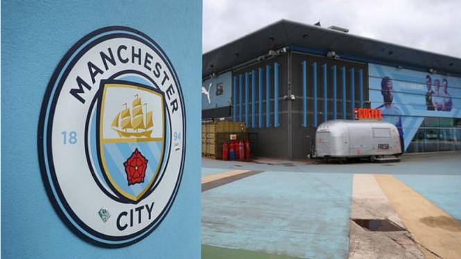Logo Manchester City di kawasan Etihad Stadium