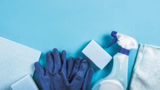 Ilustrasi disinfektan/membersihkan rumah.