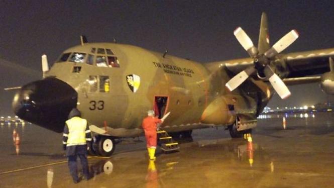 Hercules TNI AU yang angkut 12 ton alat medis dari China.