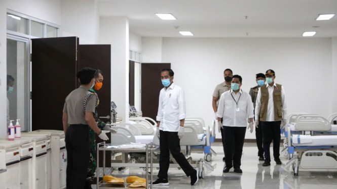 Presiden Tinjau Rumah Sakit Darurat Covid-19 Wisma Atlet