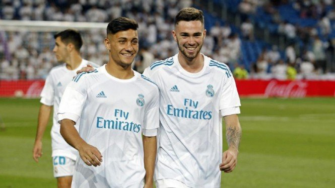 Bek muda Real Madrid, Manu Hernando (kanan)