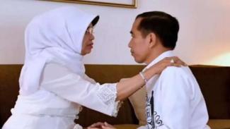 Presiden Joko Widodo sungkem dengan Ibundanya, Sujiatmi Notomihardjo