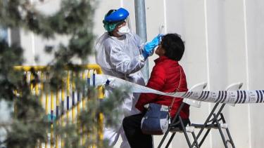 https://thumb.viva.co.id/media/frontend/thumbs3/2020/03/26/5e7c04b4a683e-virus-corona-angka-kematian-di-spanyol-lampaui-china-tertinggi-kedua-setelah-italia_375_211.jpg