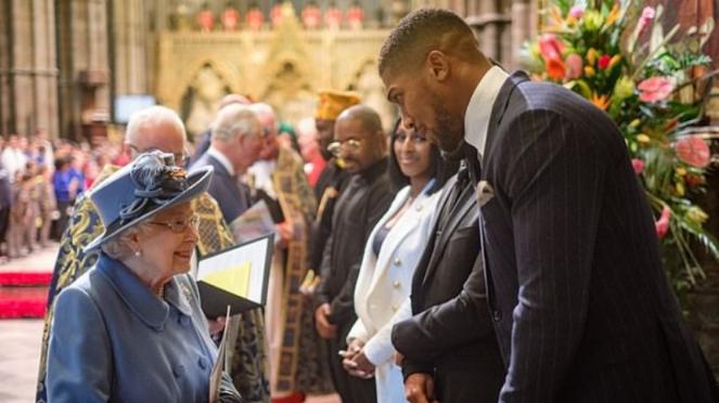 Juara kelas berat tinju dunia, Anthony Joshua, saat jumpa Ratu Elizabeth
