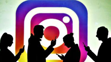 https://thumb.viva.co.id/media/frontend/thumbs3/2020/03/26/5e7c07f6bd8e5-instagram-hilangkan-konten-dan-akun-terkait-covid-19_375_211.jpg