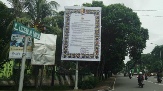 Spanduk maklumat Kapolri hadapi Corona Covid-19 di Pontianak