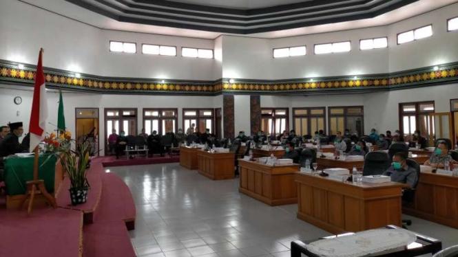 DPRD Manggarai rapat paripurna di tengah wabah Corona