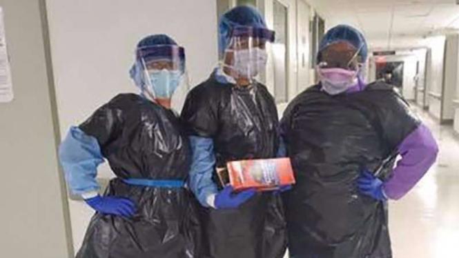 Perawat pakai plastik sampah tangani pasein corona di Amerika.