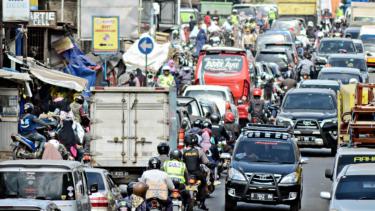 https://thumb.viva.co.id/media/frontend/thumbs3/2020/03/26/5e7c71d97f55e-ambisi-punya-100-kota-pintar-indonesia-harus-bereskan-kemacetan-dulu_375_211.jpg