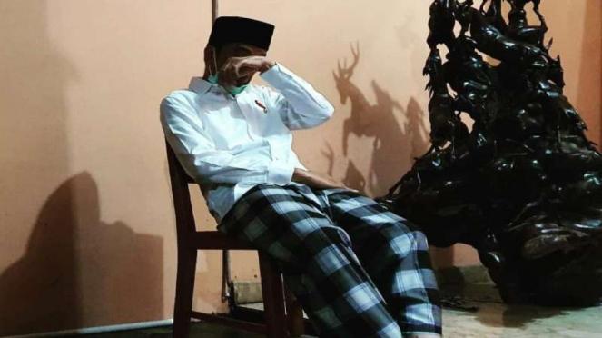 Presiden Jokowi menangis saat Ibunda meninggal
