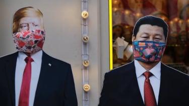 https://thumb.viva.co.id/media/frontend/thumbs3/2020/03/26/5e7c911adaeff-virus-corona-pertarungan-antara-as-dan-china-di-tengah-pandemi-covid-19_375_211.jpg