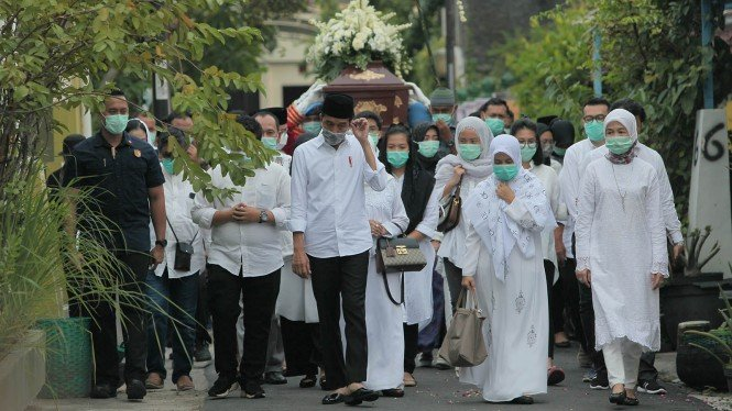 Pemakaman Ibunda Presiden Joko Widodo, Sujiatmi Notomiharjo