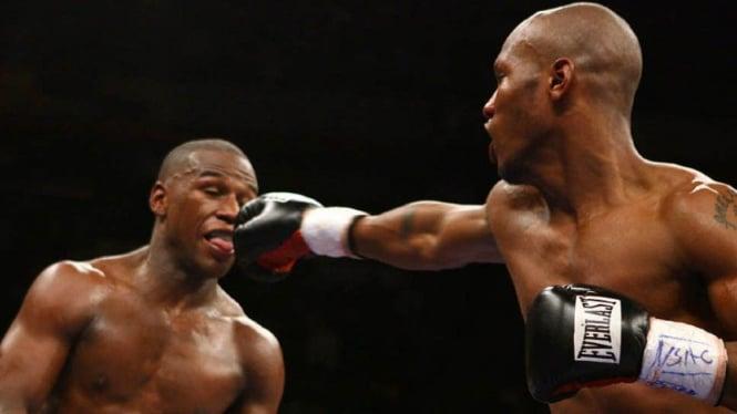 Duel Zab Judah versus Floyd Mayweather 2006 silam