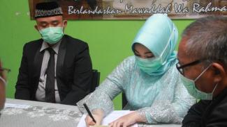 Ilustrasi calon pengantin ketika akad menikah di KUA.