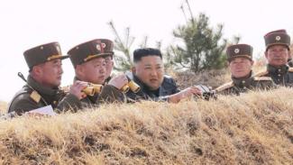 Kim Jong Un dan pasukannya.