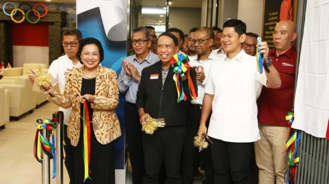 Ketua Komite Olimpiade Indonesia, Raja Sapta Oktohari bersama Menpora