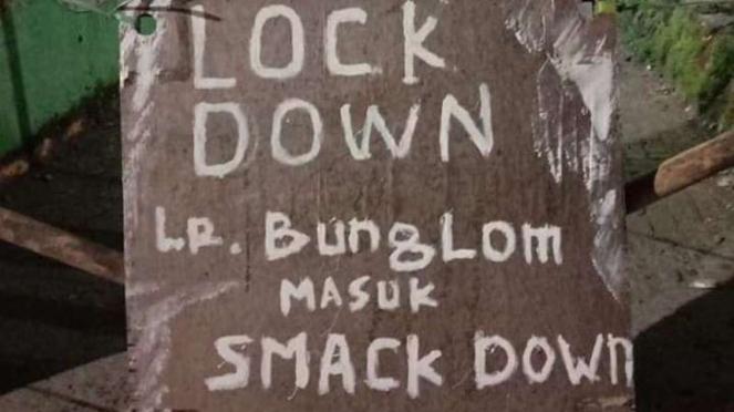 Warga di Makassar lockdown lorong.