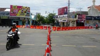 Penutulan sejumlah jalur di Kota Tegal akibat local lockdown.