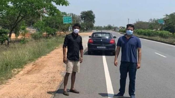 Pria India berkendara 2.300 Km untuk hadiri pemakaman ayahnya.