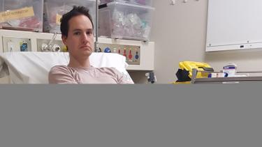 https://thumb.viva.co.id/media/frontend/thumbs3/2020/04/01/5e83ca310abbb-niat-ciptakan-alat-penangkal-virus-corona-ilmuwan-australia-tersangkut-magnet-di-hidung-dan-malah-masuk-rumah-sakit_375_211.jpg