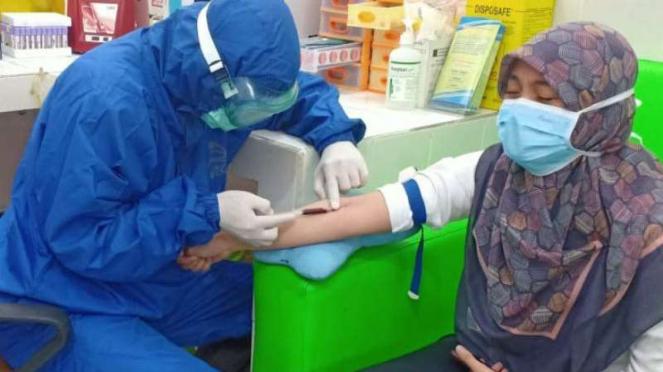 Ilustrasi rapid test virus Corona atau Covid-19 di Kota Tangerang