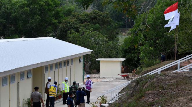 Presiden Joko Widodo saat meninjau RS Darurat COVID-19 di Pulau Galang