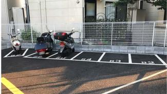 Lahan parkir sepeda motor di Jepang