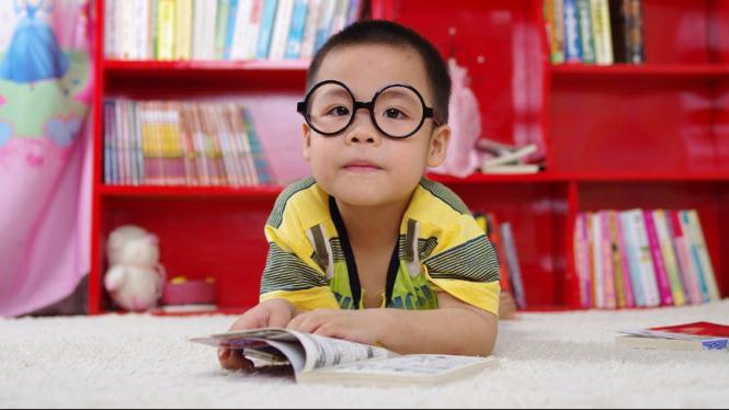 anak sedang membaca