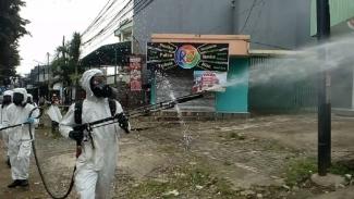 Penyemprotan disinfektan di Kota Depok