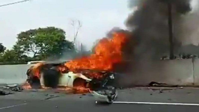 Kecelakaan mobil diduga Wakil Jaksa Agung Arminsyah.
