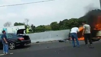 Kecelakaan mobil  Wakil Jaksa Agung Arminsyah.