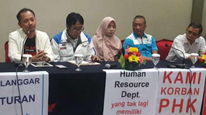 Serikat Pekerja Antara konferensi pers terkait kasus mutasi dan PHK karyawan.
