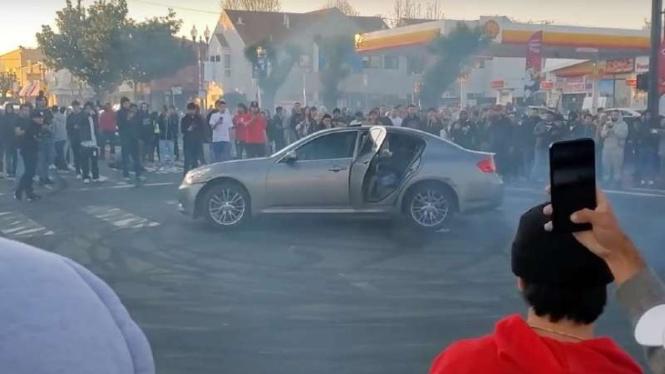 Komunitas mobil bikin 'Donat' di Tengah Jalan AS.