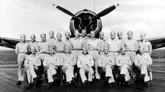 VIVA Militer: Richard Halsey Best (ketiga dari kiri bawah)
