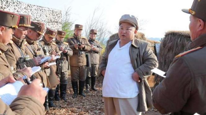 VIVA Militer:Kim Jong Un pimpinan uji coba senjata.
