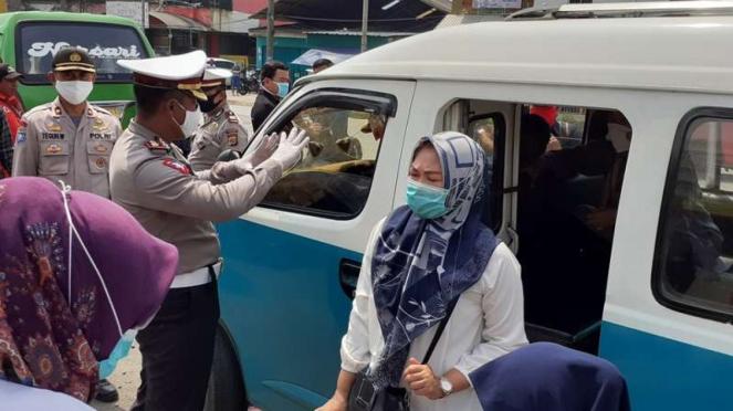 Polres Tangerang cek seluruh angkutan rute ke Jakarta saat PSBB