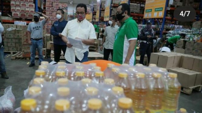 Anies Baswedan di Pasar Grosir