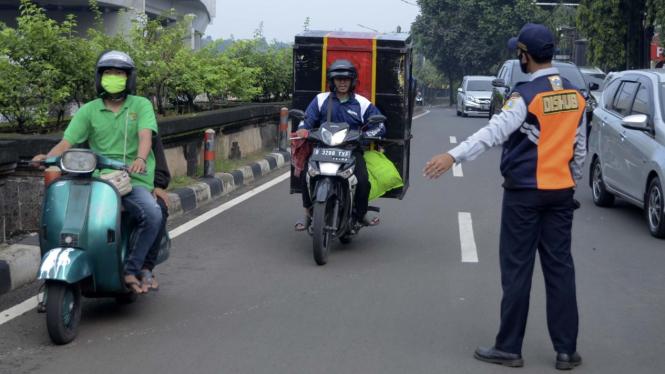 Pemeriksaan Kendaraan Selama PSBB di Jakarta