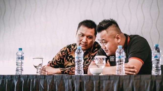 Pemilik Louvre Surabaya, Erick Herlangga (kiri)