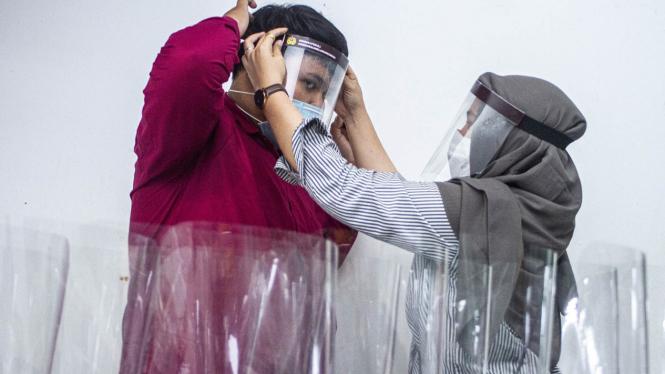 Produksi Alat Pelindung Wajah (Face Shield) untuk TIM Medis