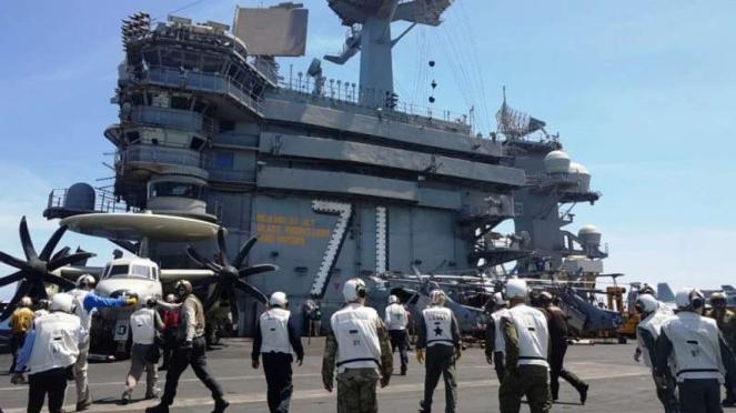 VIVA Militer: Personel US Navy di Kapal Induk USS Theodore Roosevelt