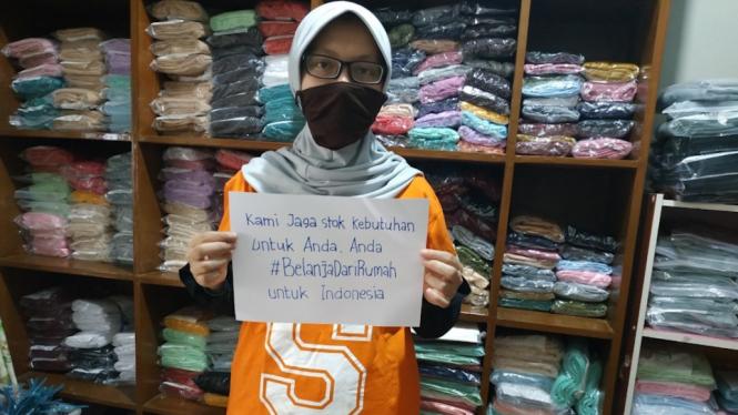 Pemilik toko @hanifiyah, salah satu pejuang #ShopeeDariRumah yang terdampak pelemahan ekonomi akibat COVID-19.