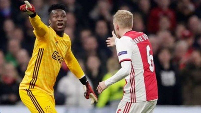 Kiper Ajax Amsterdam, Andre Onana (baju kuning).