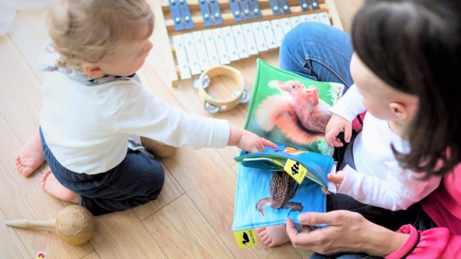 Ilustrasi orangtua dan anak