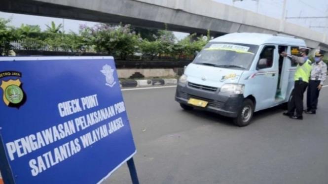 Ilustrasi menerapkan PSBB di wilayah Jakarta Selatan | Viva.co.id