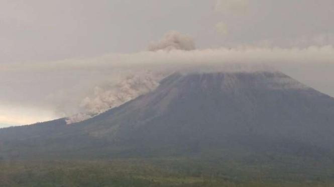 Guguran awan panas Gunung Semeru